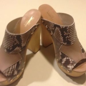 Multil patchwork peep toe mules